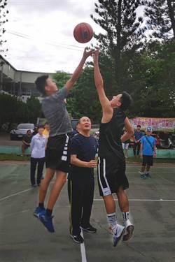 暑假青少年籃球比賽 嘉義縣警察局長來開球