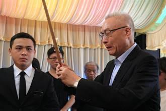 祭拜鐵路殉職警 吳敦義哽咽:國家社會對不起他