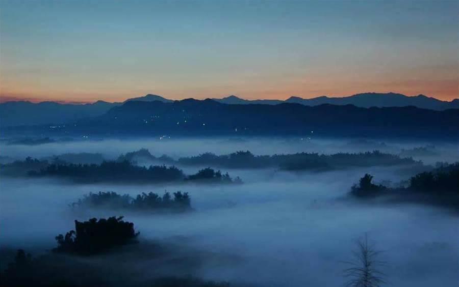 左鎮二寮有全台最低海拔的日出雲海,是遊客追日必訪景點之一。(柯宗緯翻攝)