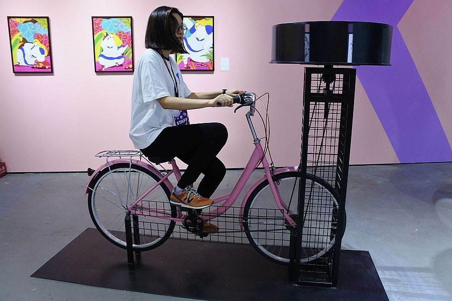 用「爱」发电才能看见惊喜的「西洋镜脚踏车」。