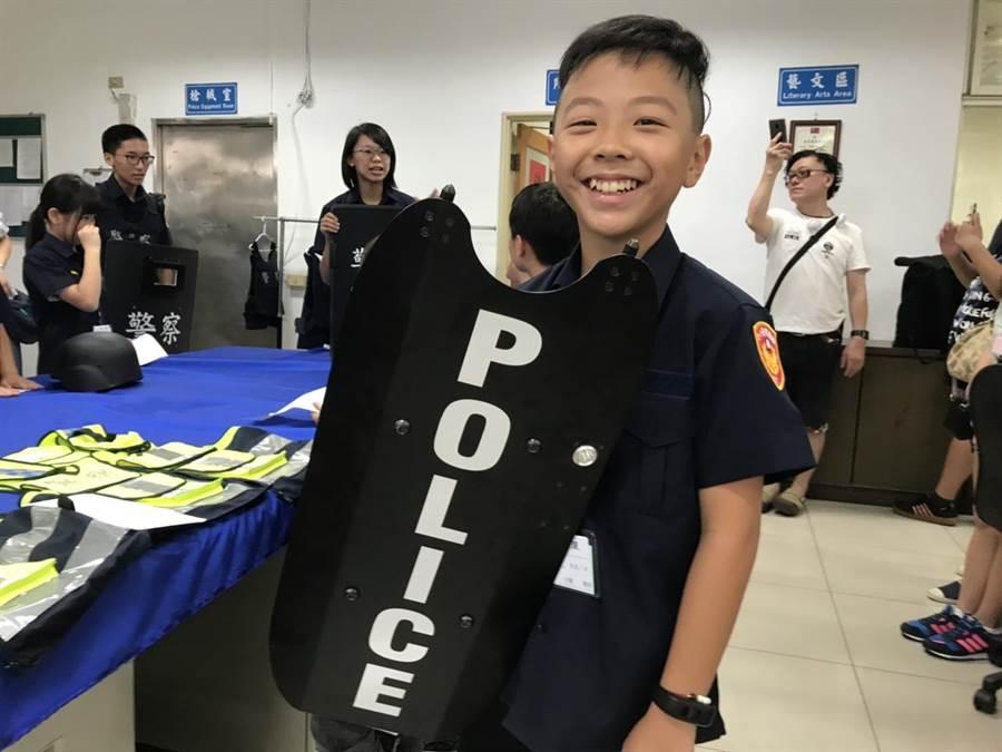 平鎮警分局邀請轄區青少年參加警察一日系列體驗活動。(警方提供)