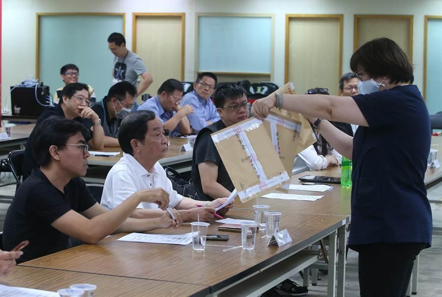 國民黨舉行民調樣本抽樣作業。(趙雙傑攝)
