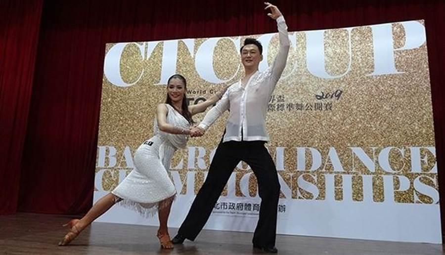何篤霖和舞伴游舒婷,花了許多功夫磨合舞步,終於能夠準備站上小巨蛋的賽場上。(照片來源/梁惠明攝)