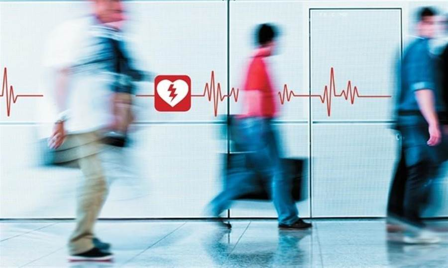 讓患者在救護人員到達前就接受電擊,就多一分生機。(圖/周書羽)