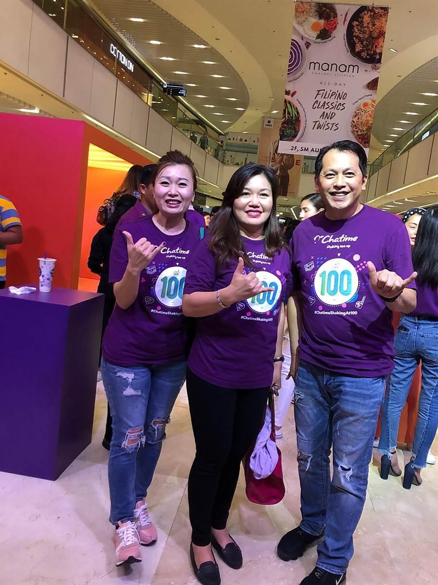 台灣手搖茶飲品牌六角國際集團旗下「Chatime日出茶太」今(7/6)日在菲律賓開出第100號店,菲律賓第一夫人阿旺塞納(Honeylet Avancen'a)是加盟夥伴。(圖/業者提供)