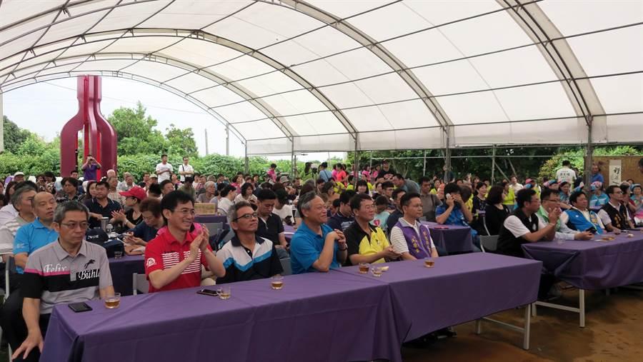 全台酒莊最密集的二林鎮西斗社區,首度推出玩味釀酒趣酒莊深度體驗旅行,就吸引120人報名,十分踴躍。(謝瓊雲攝)