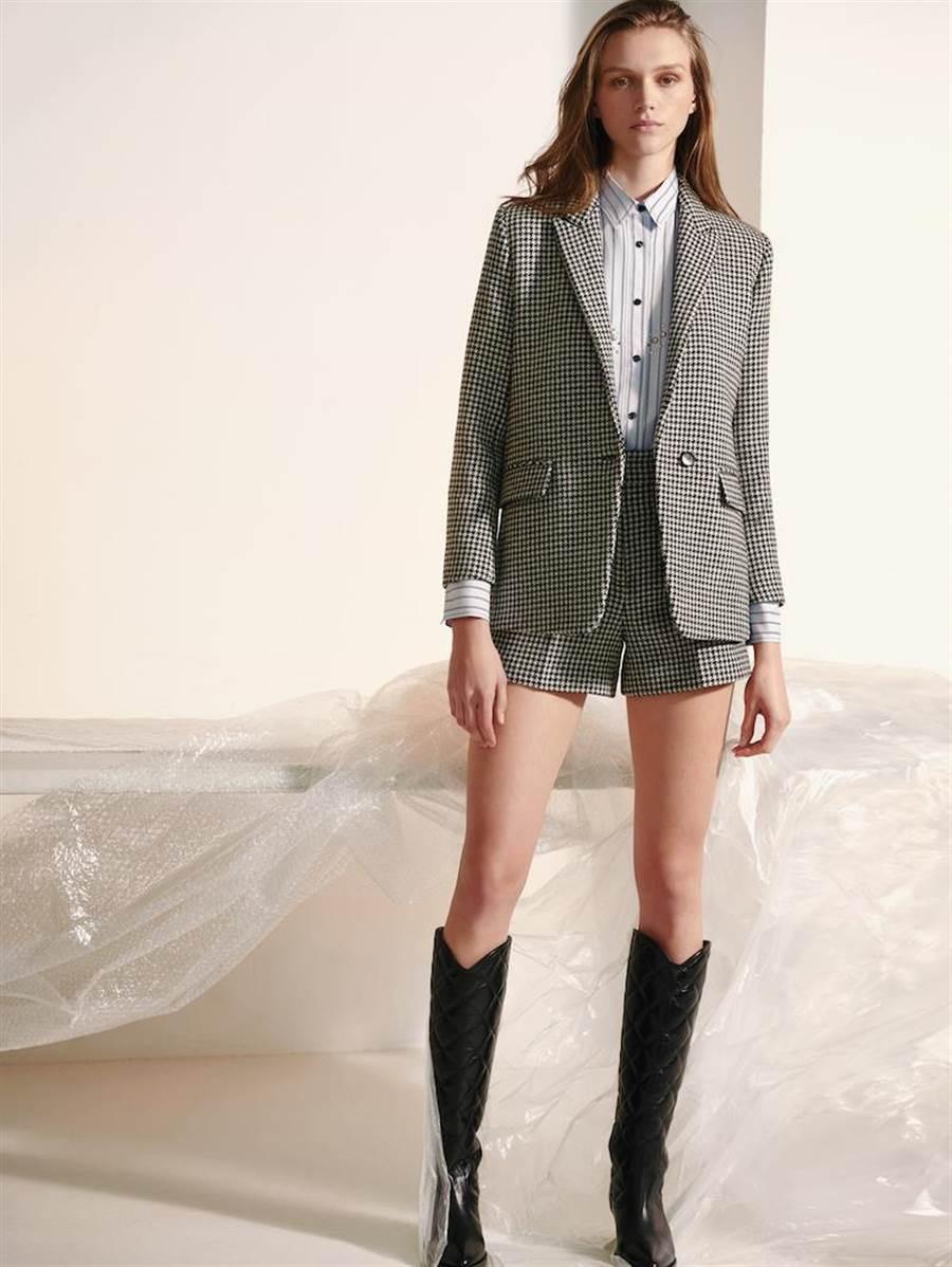 Sandro 2019秋冬女裝短褲套裝披上懷舊的千鳥格紋。(Sandro提供)
