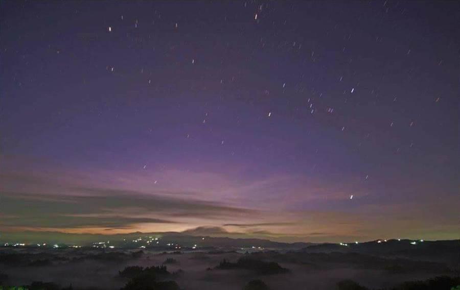 「就愛撩日出-二寮曙光雲海音樂會」活動,更精心規畫了4場夜間觀星教學體驗。(周銀王提供)