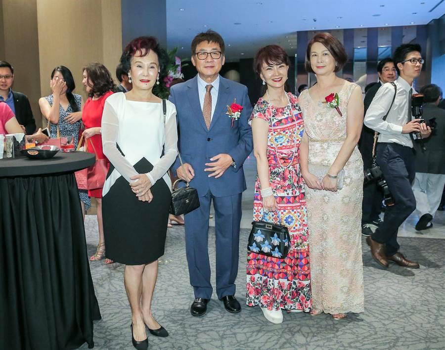 胡錦(左起)、梁修身、鄧美芳、梁太太。(盧禕祺攝)