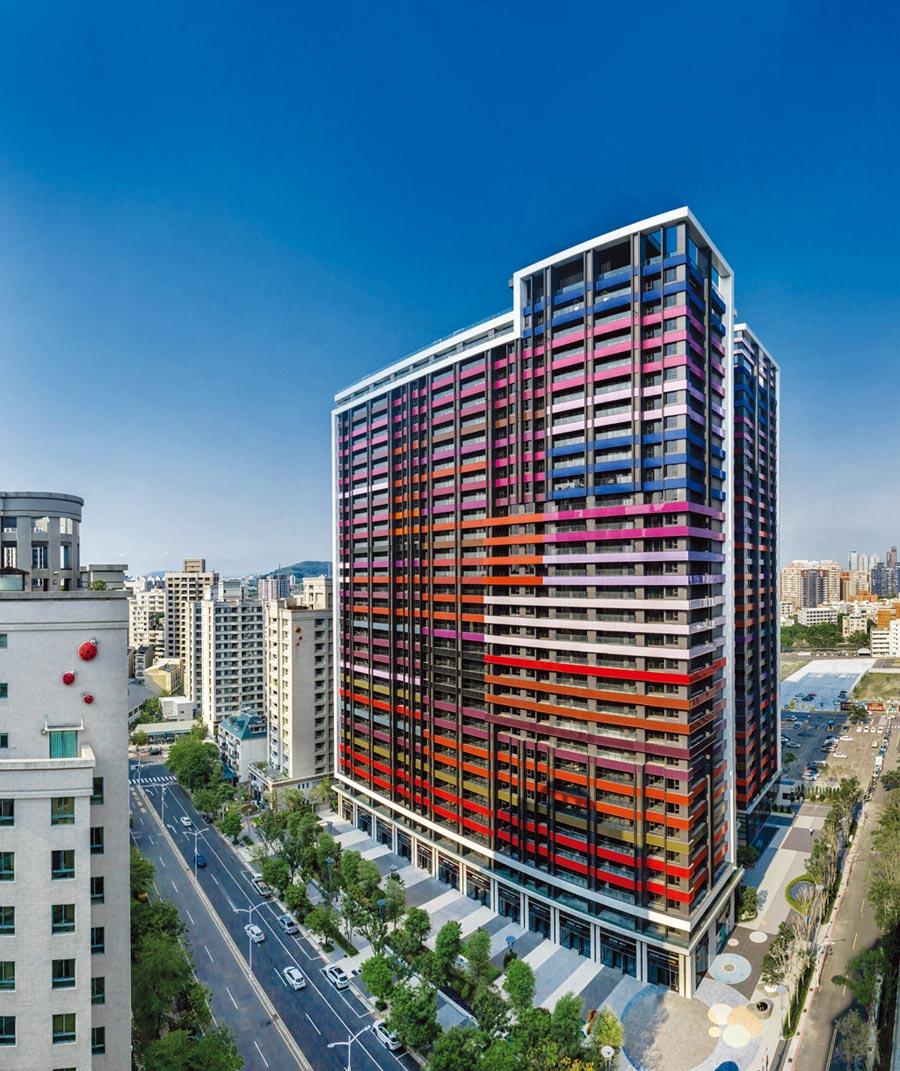 京城建設在高雄美術館特區推出「美術皇居」大樓住宅建案,鎖定換屋族群和部份置產客層。圖/顏瑞田