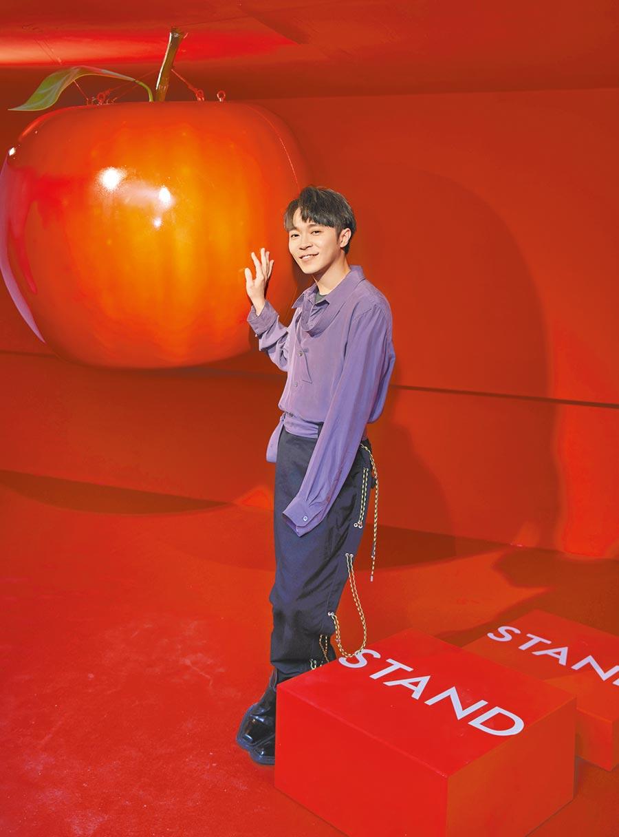 吳青峰昨出席概念展活動記者會。