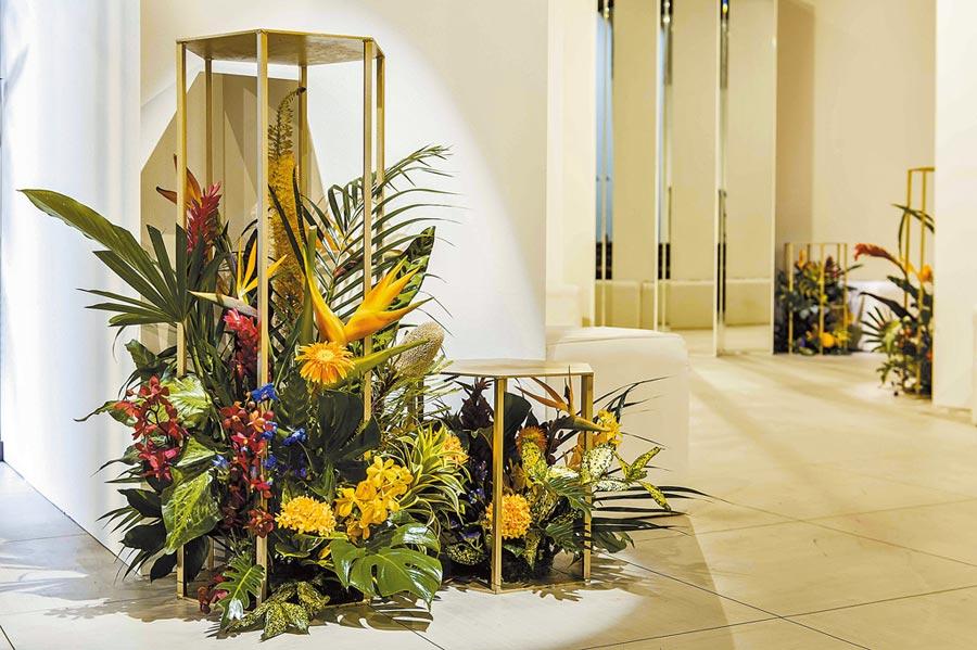 愛馬仕在台北舉辦鑑賞會,以熱帶植物與花卉布置,沉靜氣氛中帶有歡欣熱鬧。(HERMES提供)