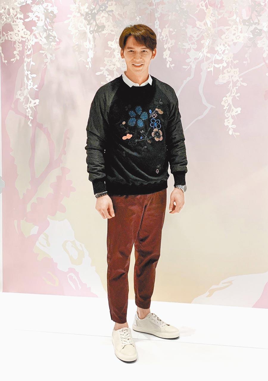 溫昇豪出席SHIATZY CHEN漢神開幕活動,穿上早秋系列帥氣站台。(SHIATZY CHEN提供)