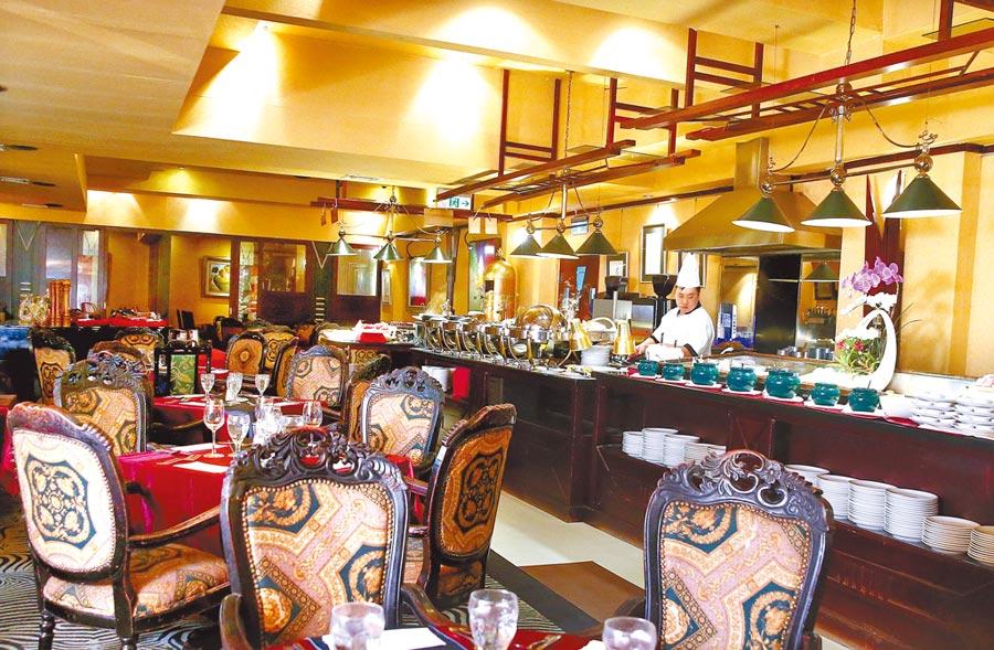 歐式復古的裝潢伴賓客們走過多年,也讓餐廳內增添了新餐廳難以取代的浪漫故事感。(粘耿豪攝)