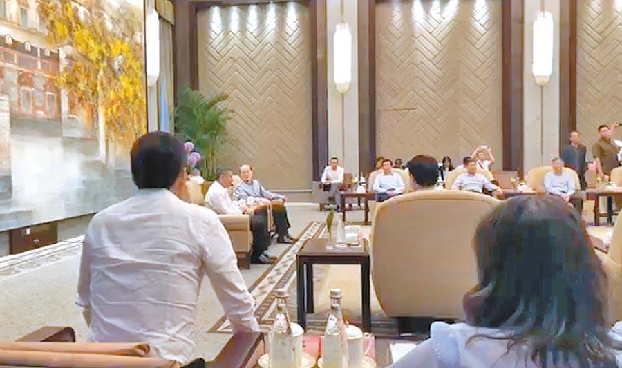 台北市長柯文哲與國台辦主任劉結一5日下午5點半於上海西郊賓館「柯劉會」,北市府人員一度作現場直播。(摘自柯文哲臉書)