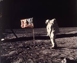 人類首登月影像拍賣上看6千萬 他當年只花6千