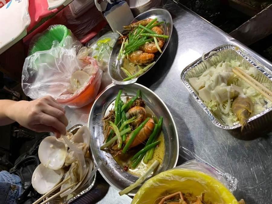 原PO點了1個檸檬蝦、1個奶油蝦、1個涼筍、蛤蠣4顆,總共2250元。(翻攝自 爆怨公社)