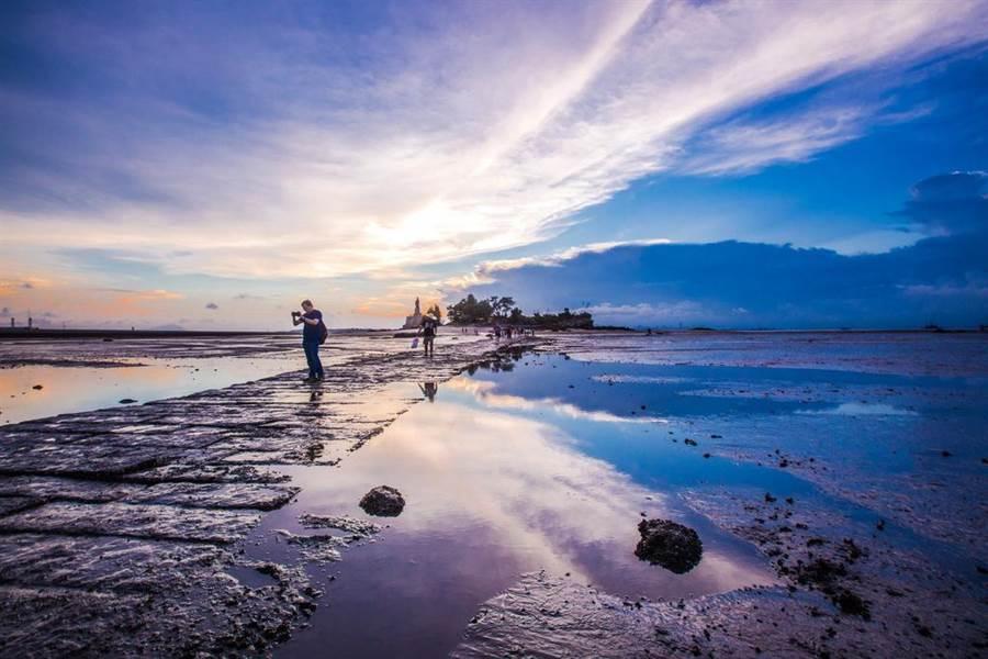 攝影家鏡頭下的建功嶼濱海美景,讓人美不勝收。(縣府觀光處提供)