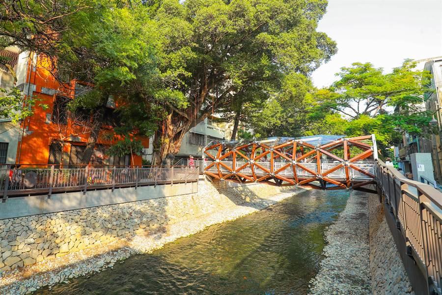 5.7公里的綠川水環境改善,成為親水空間。(盧金足攝)