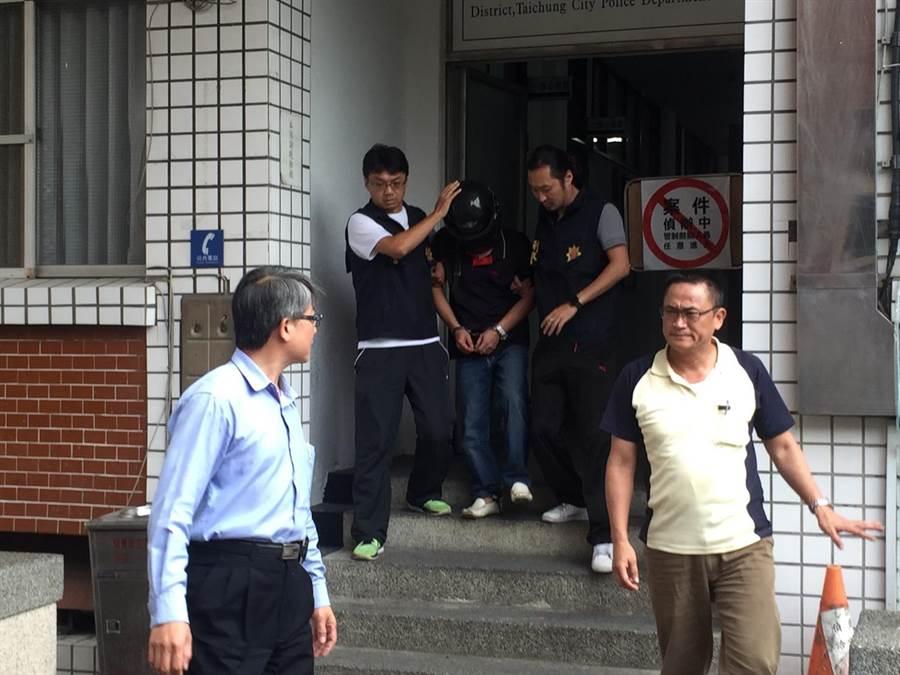 50多歲的林姓男子涉嫌槍擊老農,警方在案發後24小時,於其住處將他逮捕,並起出改造手槍及多發子彈。(王文吉攝)