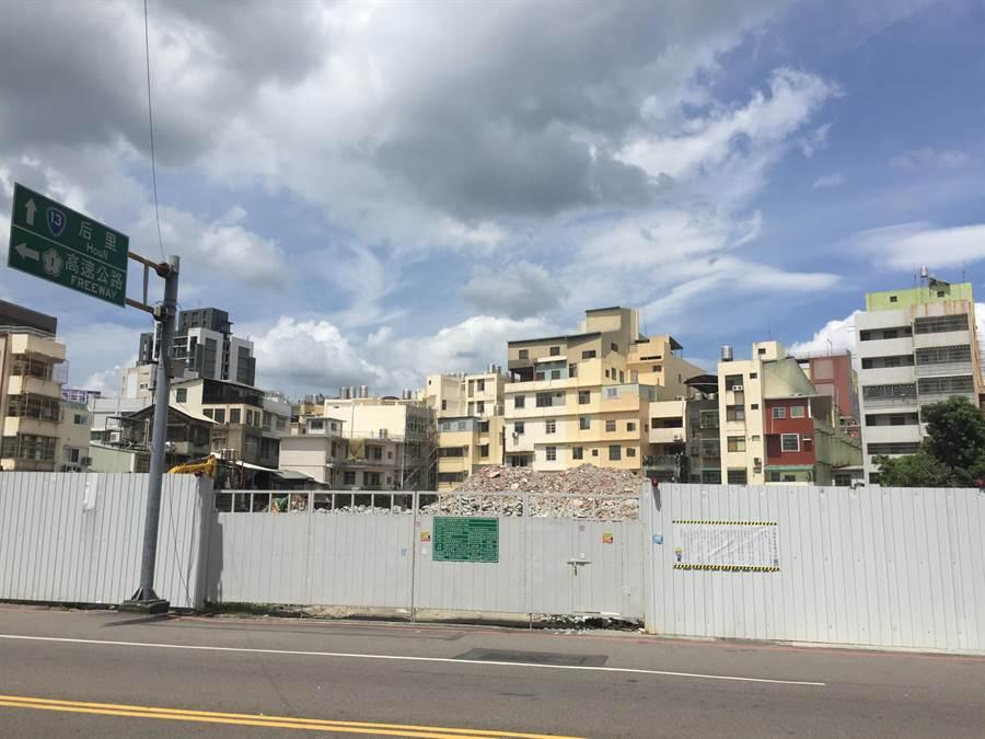 豐原區1700坪商業區市有地由「大車江」得標,將興建平面停車場,規劃158個小型車停車格。(王文吉攝)