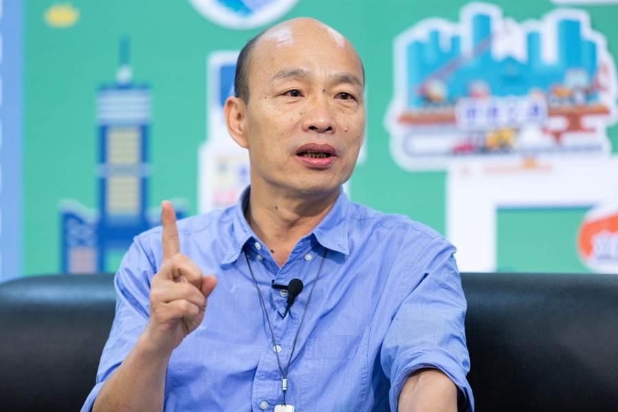 台北市政府幕僚李縉穎在PTT八卦版指出,對白、綠來說,都很討厭韓國瑜,不能讓韓國瑜有當總統的可能。 (圖/資料照片)