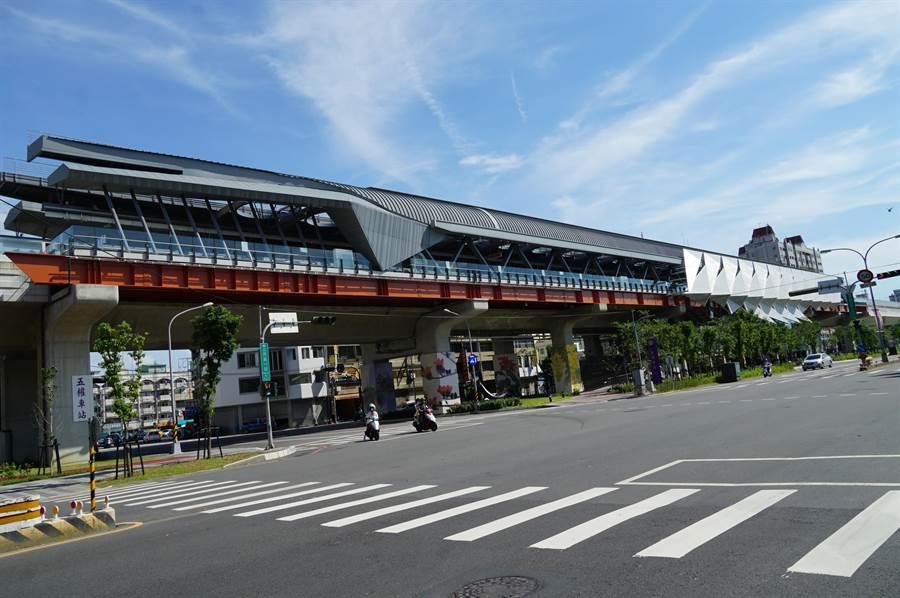 總太集團在南區矚目新案「女王萬歲」,距離台鐵五權車站很近,交通便利為建案銷售加分,獲客戶青睞。(盧金足攝)