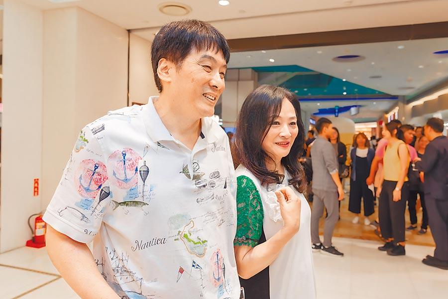 統一企業董事長羅智先(左)與夢時代購物中心董事長高秀玲,6日連袂出席集團旗下康是美時尚一號門市的「MEN GO SHINE」發表會。圖/業者提供