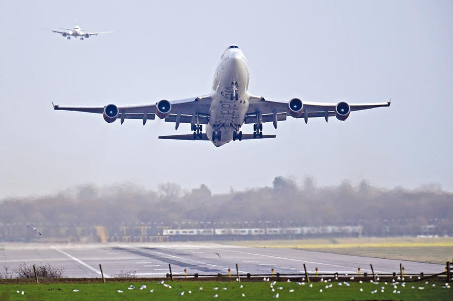 拒搭飛機環保成潮流       圖╱路透