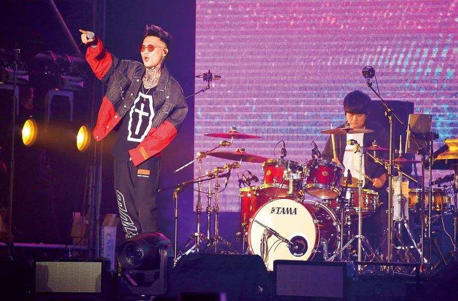 蕭秉治昨起一連兩天在台大體育館舉辦演唱會。(陳俊吉攝)