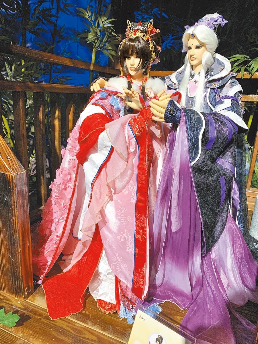 風采鈴(左)跟素還真將現身宜蘭霹靂仙境館。圖片提供霹靂國際多媒體