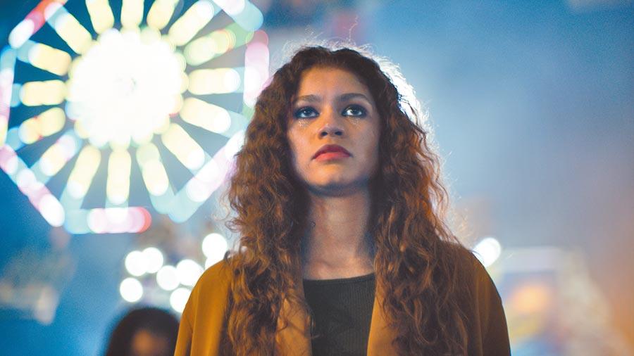 人氣直飆的辛蒂亞,在《高校十八禁》有不同於電影裡的形象與挑戰。(HBO提供)