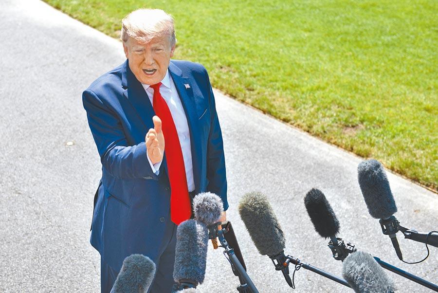 美東時間7月5日,美國總統川普在白宮讚揚6月的就業數據。(中新社)
