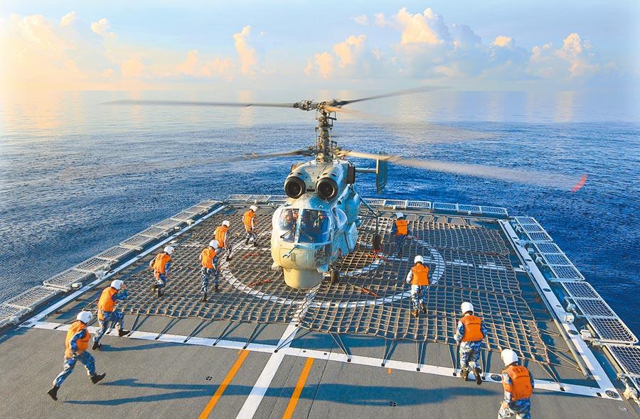解放軍海軍東海艦隊,在複雜水聲環境下演練。(新華社資料照片)