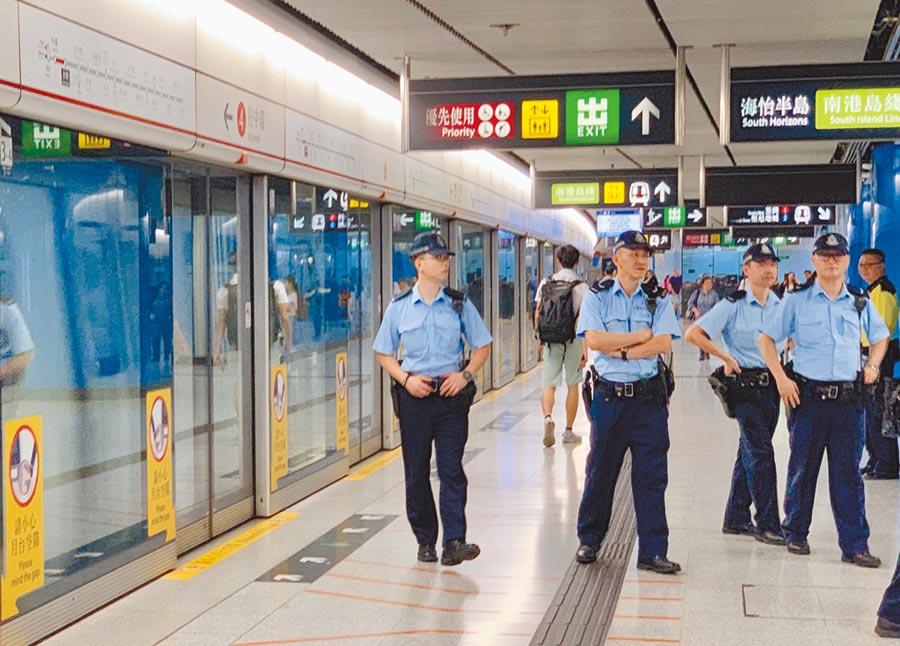 香港網民發起「反送中」遊行,警力將部署高鐵站戒備。(中新社)