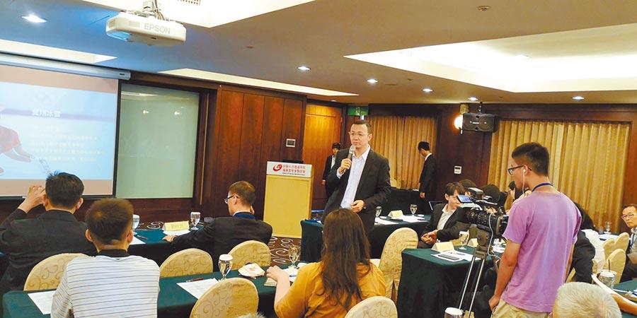 第十屆兩岸運動產業研討會6日在台北舉行,北京冬奧組委會市場開發部贊助副處長王劍回答學員提問。(記者林永富攝)