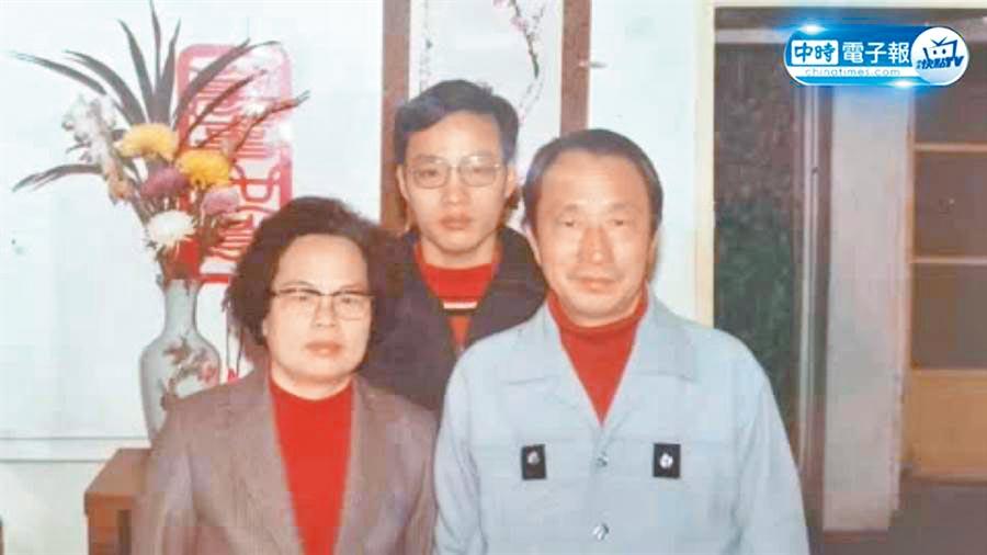 韓國瑜(中)的父親韓濟華與母親韓莫蘊芳都是河南商丘縣人。(本報系資料照片)