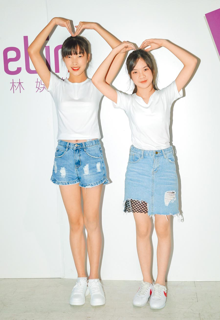 7月6日,璀璨之星海選,參賽選手陳妍榛(右)、楊珺媃。(本報系記者盧禕祺攝)