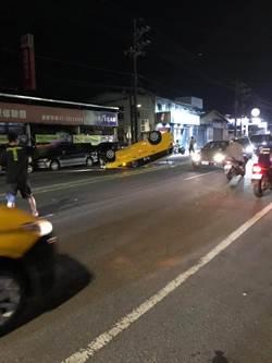 計程車駕駛疑因恍神  自撞車輛翻覆