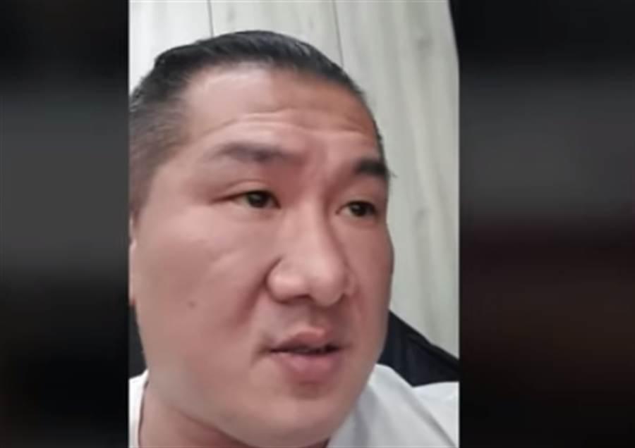 館長開直播向詹江村道歉。(圖/取自館長Youtube直播)