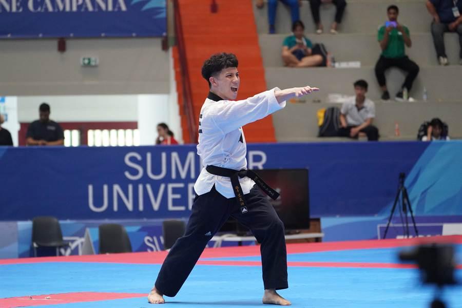 李晟綱在跆拳道品勢男單獲第5名。(大專體總提供)