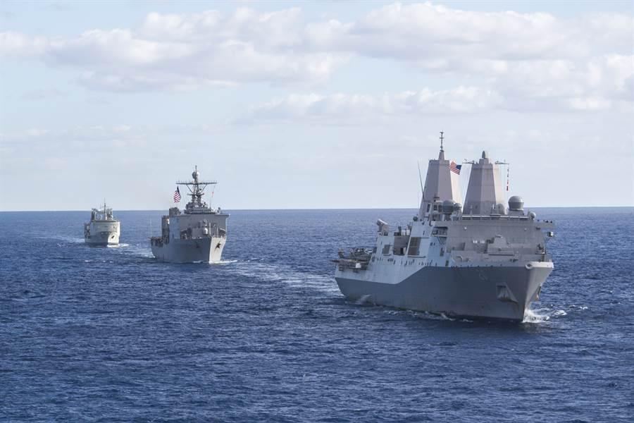 美國與澳洲軍艦參加「護衛軍刀2017」演習的資料照。(美國海軍)