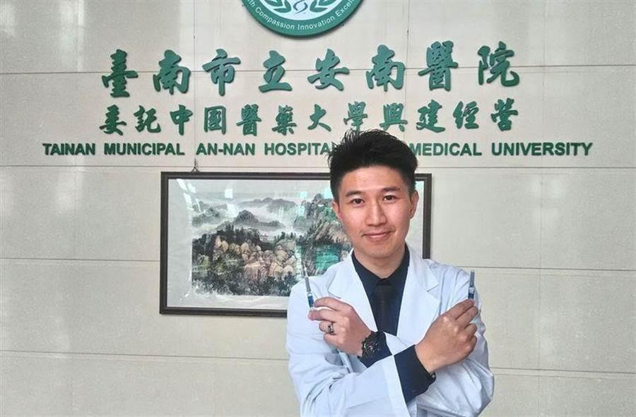 安南醫院家醫科主任蔡忠紘提醒民眾暑假出國先諮詢家醫科醫師,作好防疫準備。(安南醫院提供)