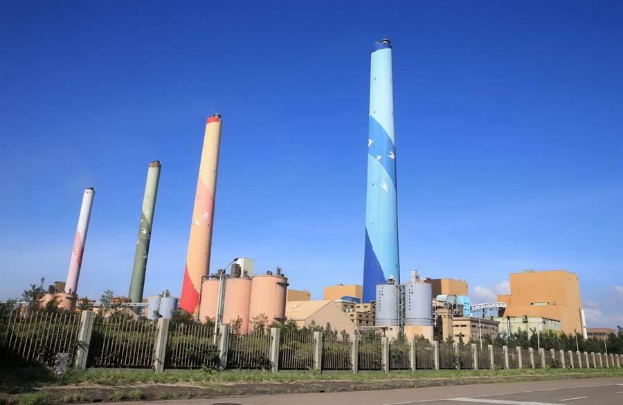 燃煤發電機組被視為空汙大戶,也是台中市府提出中火老舊機組除役的訴求。(黃國峰攝)