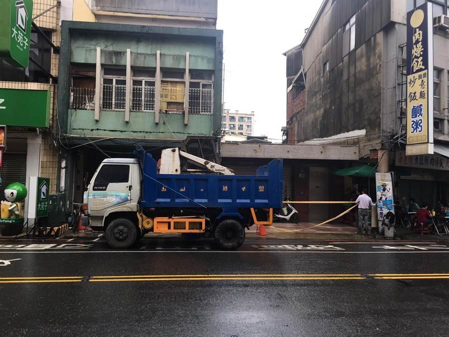 日據時期原「台南消防之父」住吉秀松的宅邸,發現有怪手機具進入。(文資處提供)