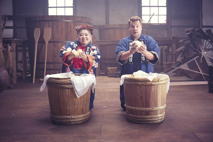 日本搞笑天后渡边直美和美国名嘴詹姆士戈登首次携手领衔演出。(SK-II提供)