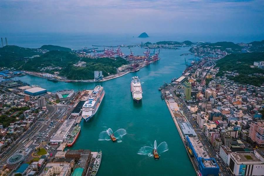 (世界夢(右)與盛世公主(左)雙姝齊聚基隆港。圖/基隆港務分公司)