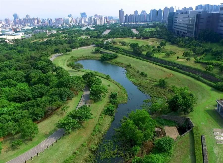 中科「水堀頭公園」也是一座水保示範區,提供大型活動綠地、停車場、步道兼自行車、音樂廣場等功能。(圖/中科提供)