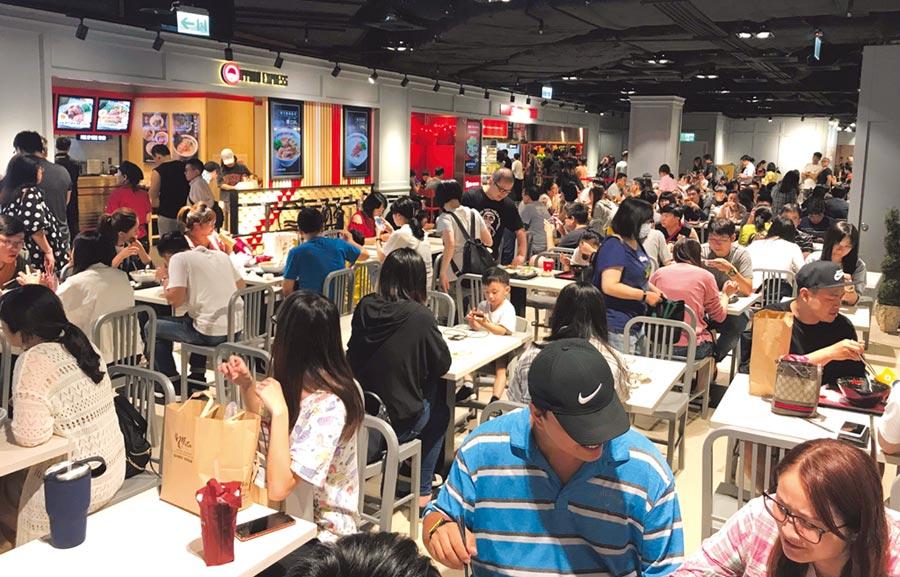 遠東巨城購物中心在過半獨家餐飲品牌挹注下,上半年來客數與客單價均創新高。圖/巨城提供