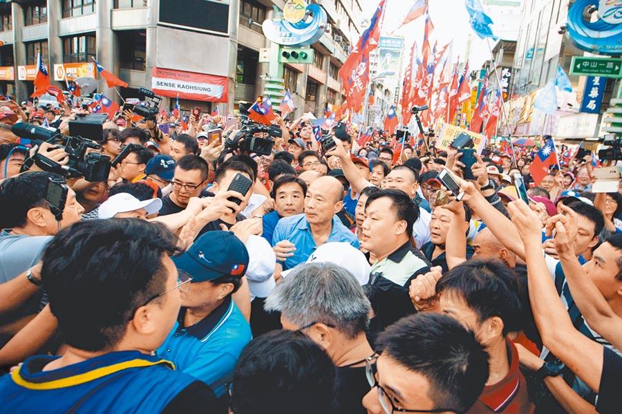 國民黨總統初選民調8日登場,韓粉擔心韓國瑜民調被黨中央「做掉」;圖為6日高雄觀光日活動。(袁庭堯攝)